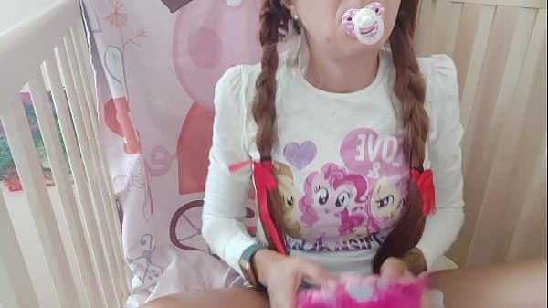 the little girl feel her first orgasm and touch her beautiful pussy